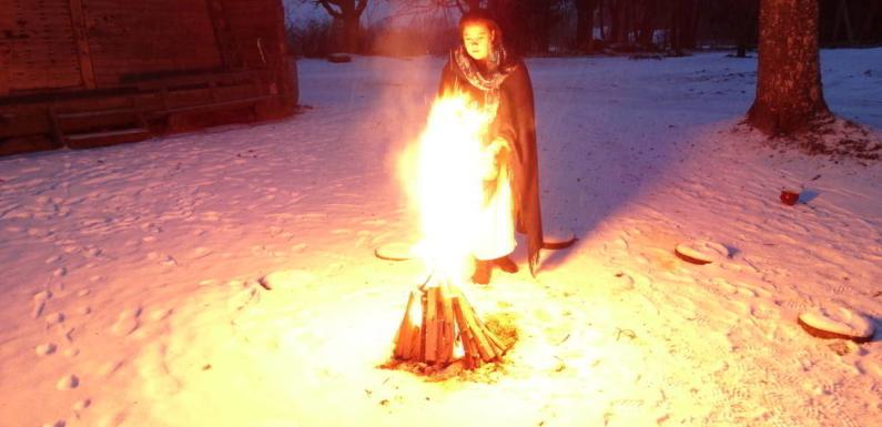 Dzintara putekļi uguns rituālā